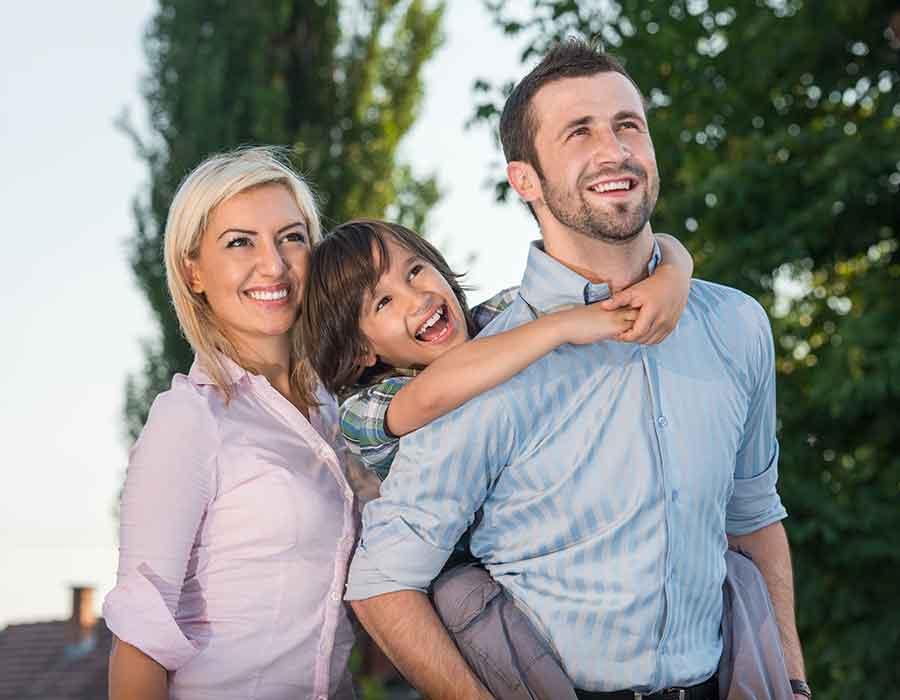 cheerful-parents-with-happy-son-posing_SYOCEpY4j